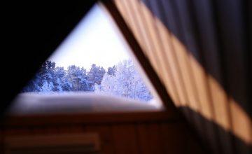 Hotellihuoneen kattoikkuna Skylight windows in the hotel rooms